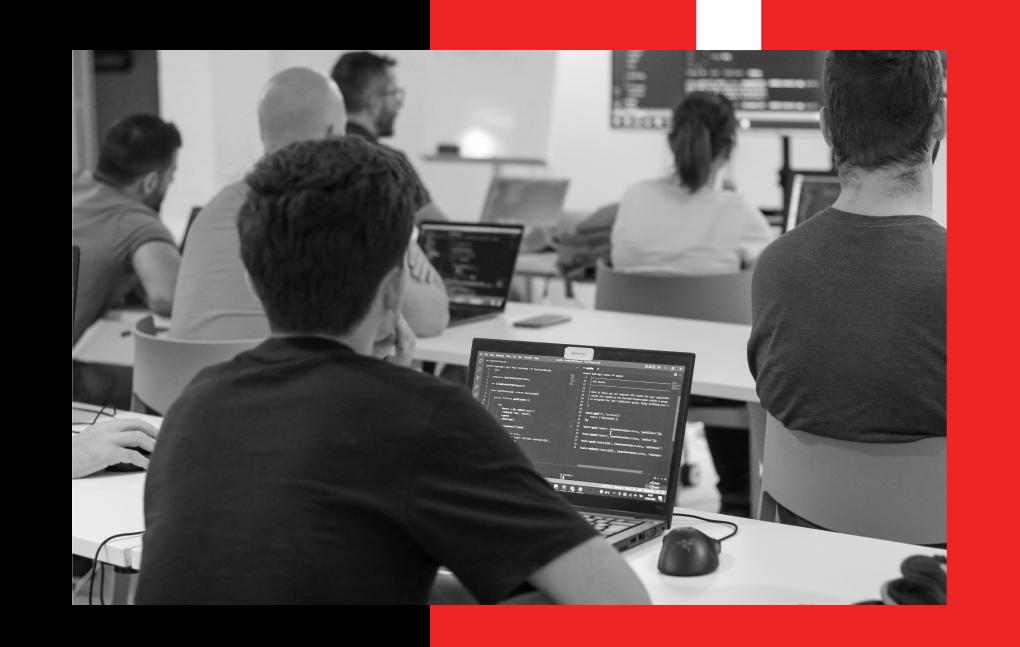 alumnos de GeeksHubs Academy programando